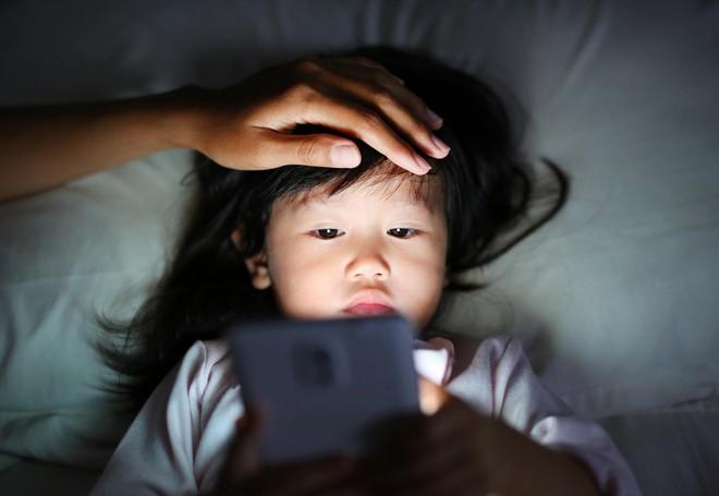 Trẻ đi ngủ muộn hoặc ngủ không ngủ ngon vì bố mẹ chưa biết đến những bí quyết này - Ảnh 1.
