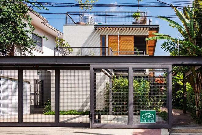Ngôi nhà nhiều không gian xanh mát này sẽ khiến bạn muốn lịm tim ngay khi nhìn thấy - Ảnh 1.