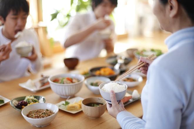 """""""Ai cũng được ăn món mình thích"""" – bí quyết thần kì giúp con hết kén ăn của mẹ Nhật - Ảnh 1."""