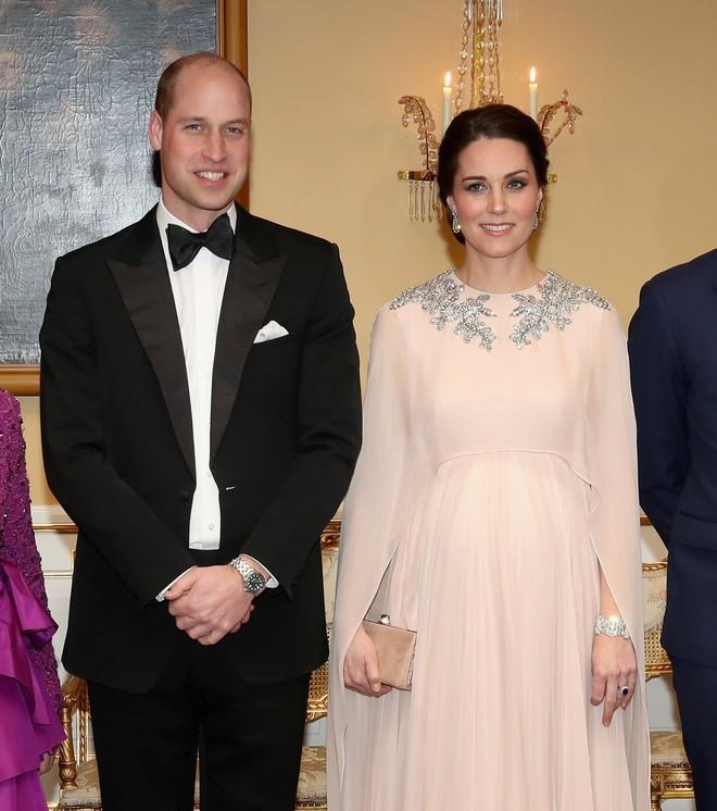 Chênh nhau có 1 tuổi mà khi đụng hàng, Phạm Băng Băng và Kate Middleton lại khác nhau quá đỗi - Ảnh 1.