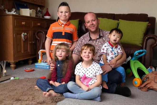 Người cha đồng tính nhận nuôi 4 con khuyết tật suốt 10 năm: Họ hỏi rằng con tôi cũng sẽ bê đê à hay tôi làm thế chỉ vì tiền - Ảnh 11.