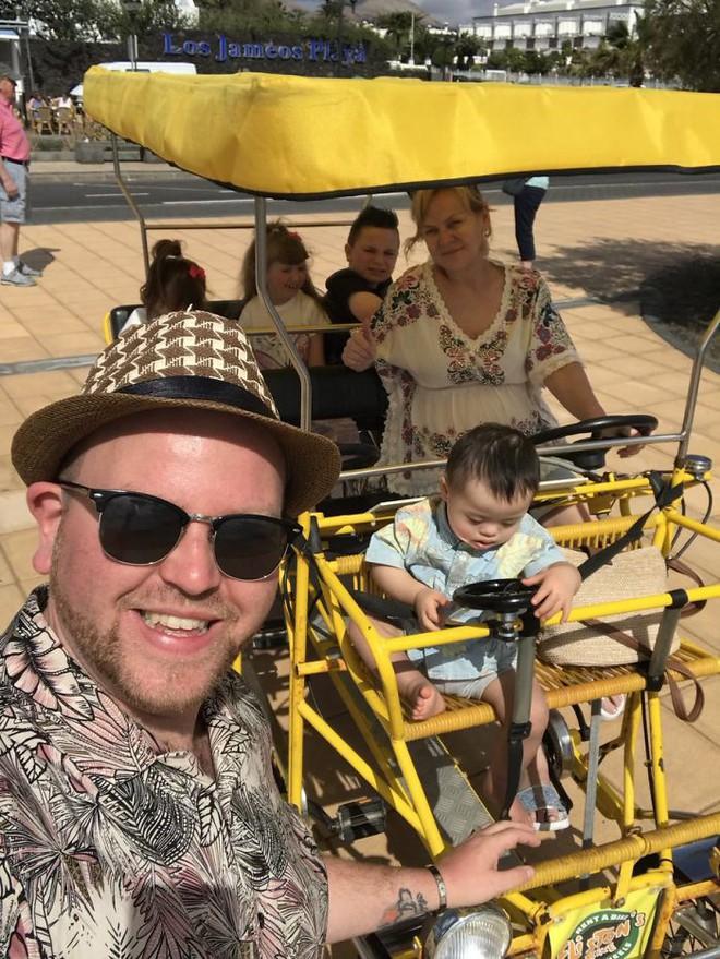 Người cha đồng tính nhận nuôi 4 con khuyết tật suốt 10 năm: Họ hỏi rằng con tôi cũng sẽ bê đê à hay tôi làm thế chỉ vì tiền - Ảnh 4.