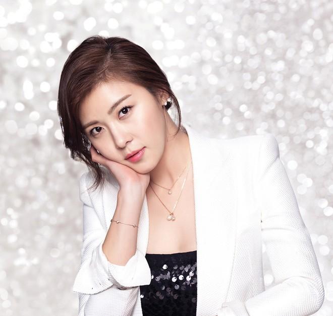 Ha Ji Won: Phụ nữ mạnh mẽ đến mấy cũng cần một bờ vai để bớt chênh vênh - ảnh 4