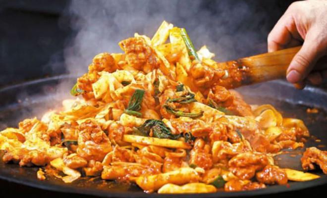 Mê Dak galbi nhưng bạn có biết món gà xào bắp cải này từng là món ăn của sinh viên nghèo xứ Hàn? - ảnh 6