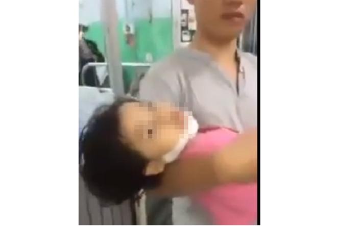 """TP.HCM: Người nhà """"tố"""" bác sĩ bệnh viện bỏ mặc bé gái ngã cầu thang bị chấn thương nặng vì không đóng tiền - ảnh 1"""