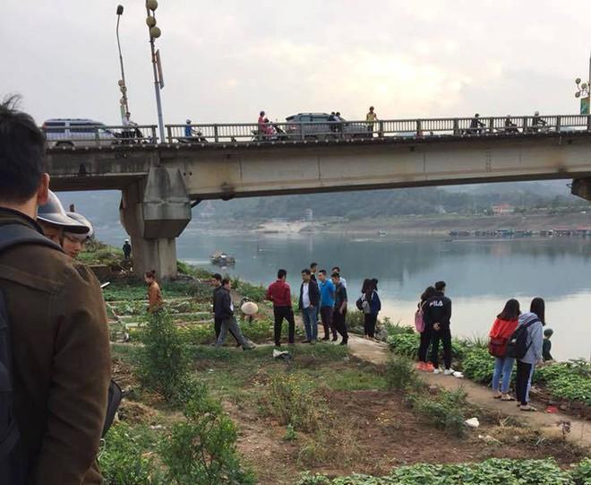 Hòa Bình: Nam thanh niên đang đi trên cầu bất ngờ gieo mình xuống sông Đà - ảnh 2
