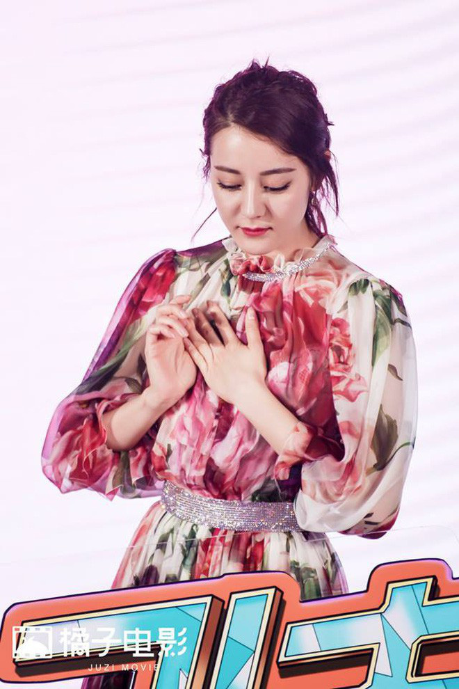 Chiếm spotlight ngày hôm nay: Địch Lệ Nhiệt Ba đẹp ná thở với nhan sắc đánh bật dàn tiểu Hoa 9X - ảnh 11