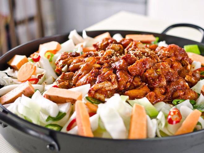 Mê Dak galbi nhưng bạn có biết món gà xào bắp cải này từng là món ăn của sinh viên nghèo xứ Hàn? - ảnh 8