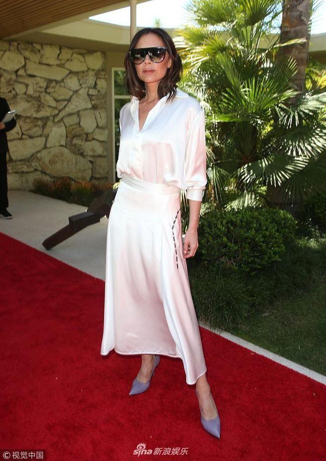 Công chúa của Beckham, Harper diện váy dài thướt tha đi dự tiệc cùng mẹ - ảnh 2