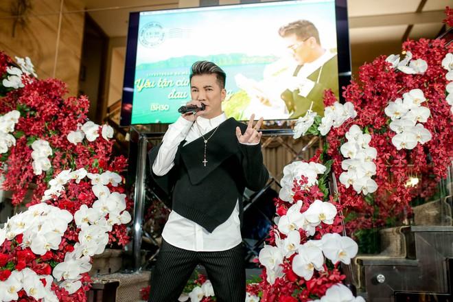 Bỏ 100 triệu mua Album, Dương Triệu Vũ được Đàm Vĩnh Hưng hôn má - Ảnh 5.