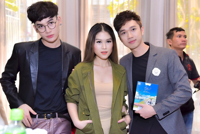 Bỏ 100 triệu mua Album, Dương Triệu Vũ được Đàm Vĩnh Hưng hôn má - Ảnh 10.