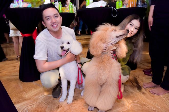 Bỏ 100 triệu mua Album, Dương Triệu Vũ được Đàm Vĩnh Hưng hôn má - Ảnh 11.