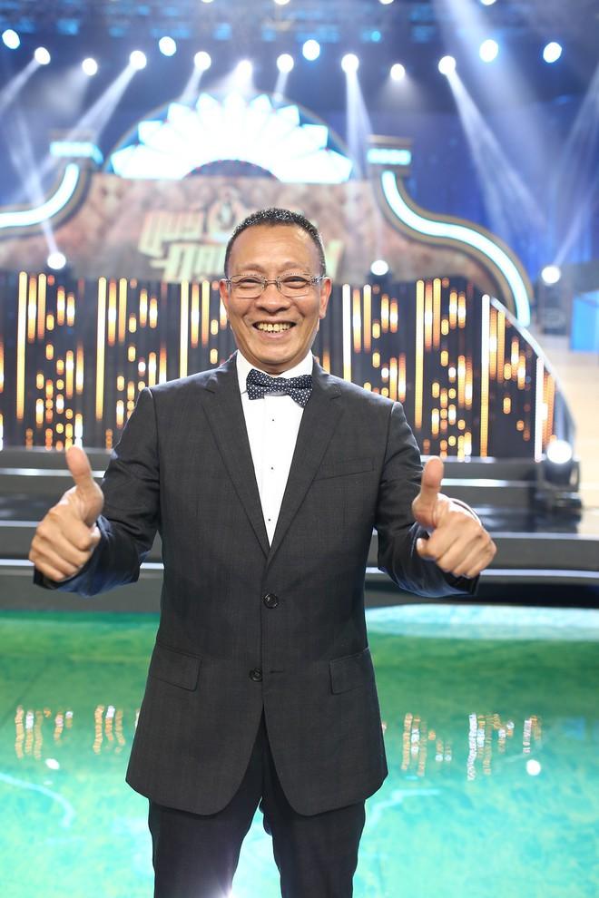 Nhà báo Lại Văn Sâm hóa bố già chất lừ bên Hoa hậu Kỳ Duyên  - Ảnh 4.
