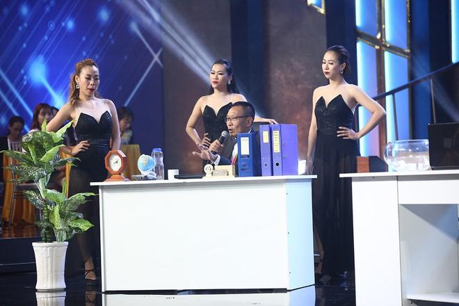 Nhà báo Lại Văn Sâm hóa bố già chất lừ bên Hoa hậu Kỳ Duyên  - Ảnh 10.