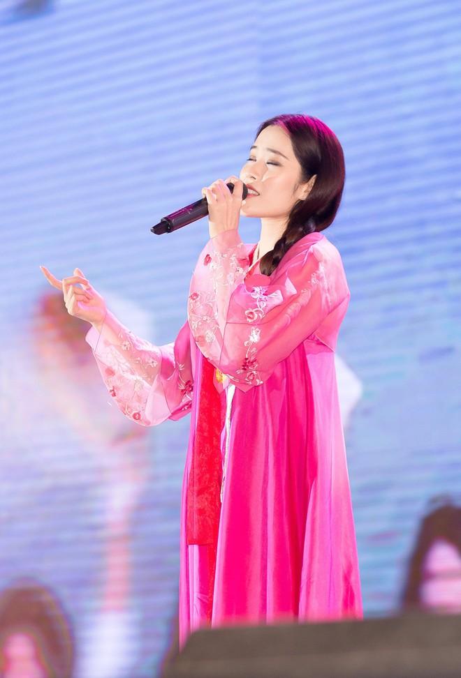 Nam Em diện hanbok, chính thức hát trở lại sau ồn ào tình ái với Trường Giang - Ảnh 2.