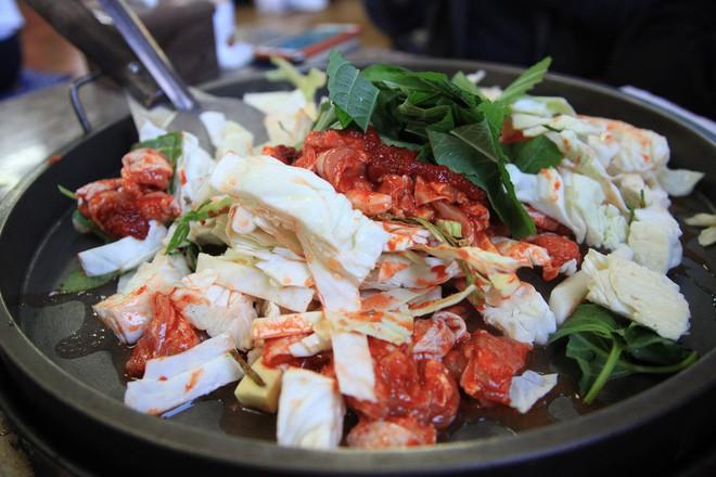 Mê Dak galbi nhưng bạn có biết món gà xào bắp cải này từng là món ăn của sinh viên nghèo xứ Hàn? - ảnh 5