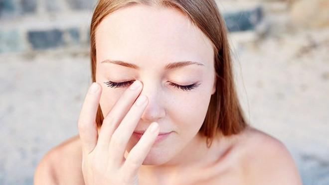 5 thói quen không ngờ lại chính là nguyên nhân gây tổn hại đôi mắt của bạn - Ảnh 1.