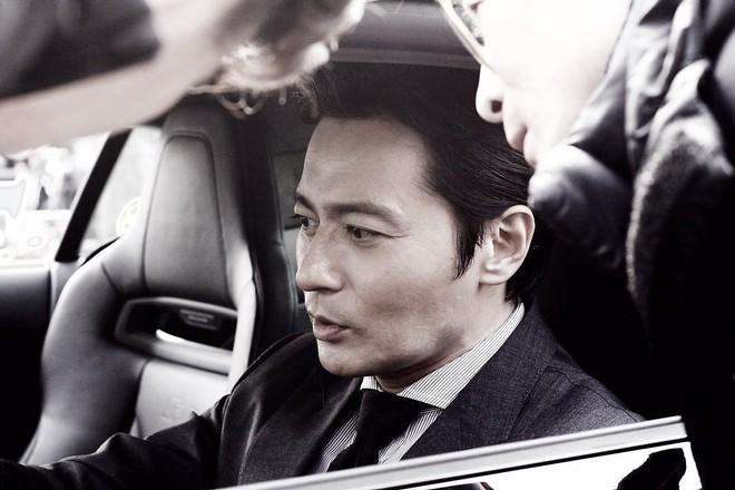 Choáng với ảnh hậu trường của tài tử Jang Dong Gun: Có ai da nhăn nheo nhưng vẫn đẹp cực phẩm như thế này? - ảnh 3