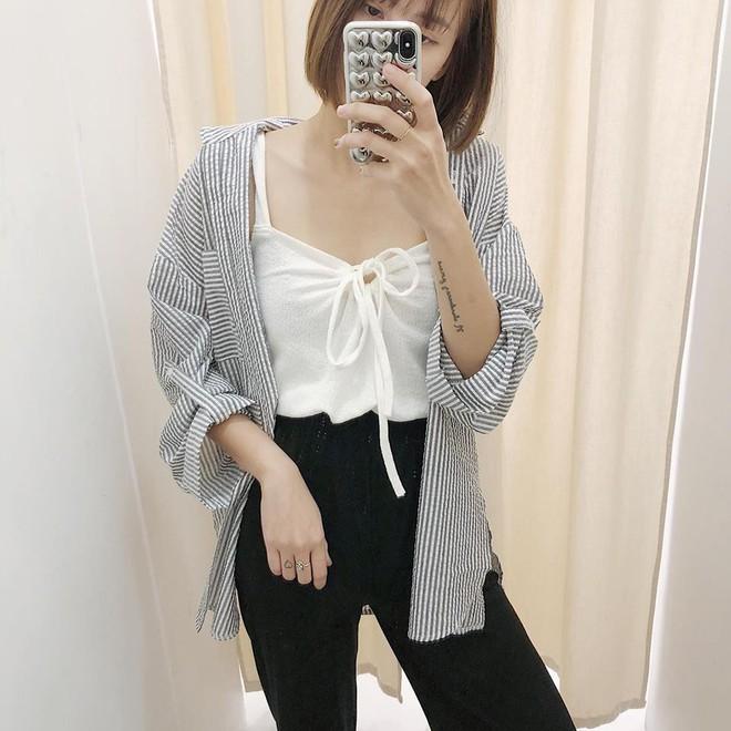 Hè này nếu mua quần culottes, bạn hãy chọn loại cạp chun bản to để sơ vin với áo gì cũng xinh - Ảnh 3.