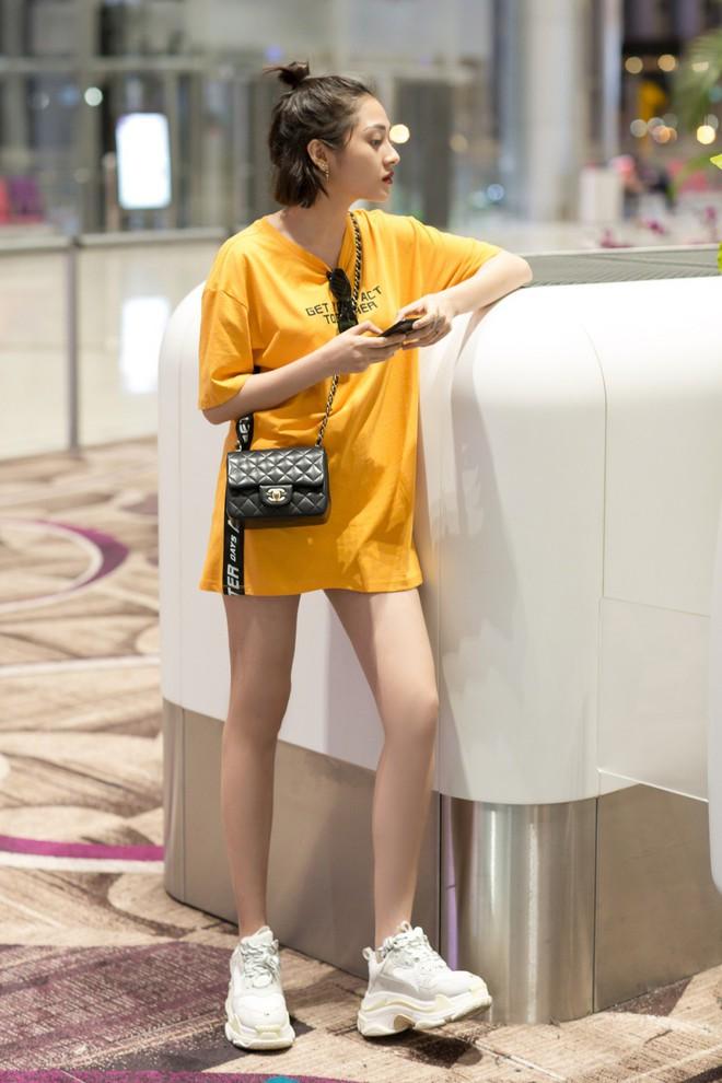 Mặc đêm khuya, fan vẫn đợi đến 1h sáng đón Bảo Anh trở về sau chuyến công tác Singapore - Ảnh 5.