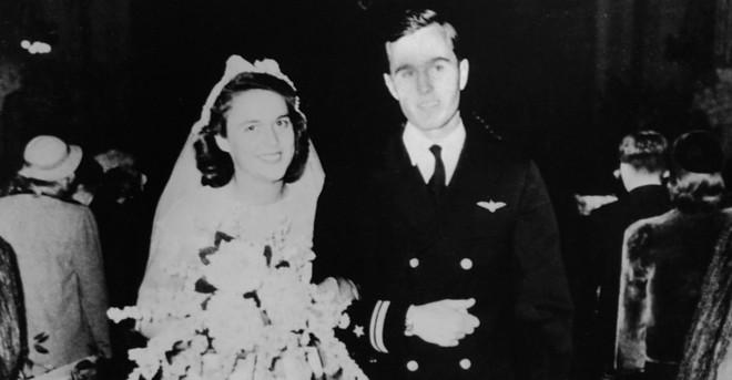 """Mối tình trong mơ 77 năm yêu trọn vẹn, thủy chung của vợ chồng cựu Tổng thống Mỹ George Bush """"cha"""" - Ảnh 2."""