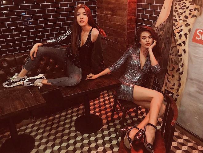 Một bộ đầm của Zara giá 2,5 triệu mà cả Võ Hoàng Yến, Mâu Thủy và loạt sao Hollywood thi nhau diện - Ảnh 3.