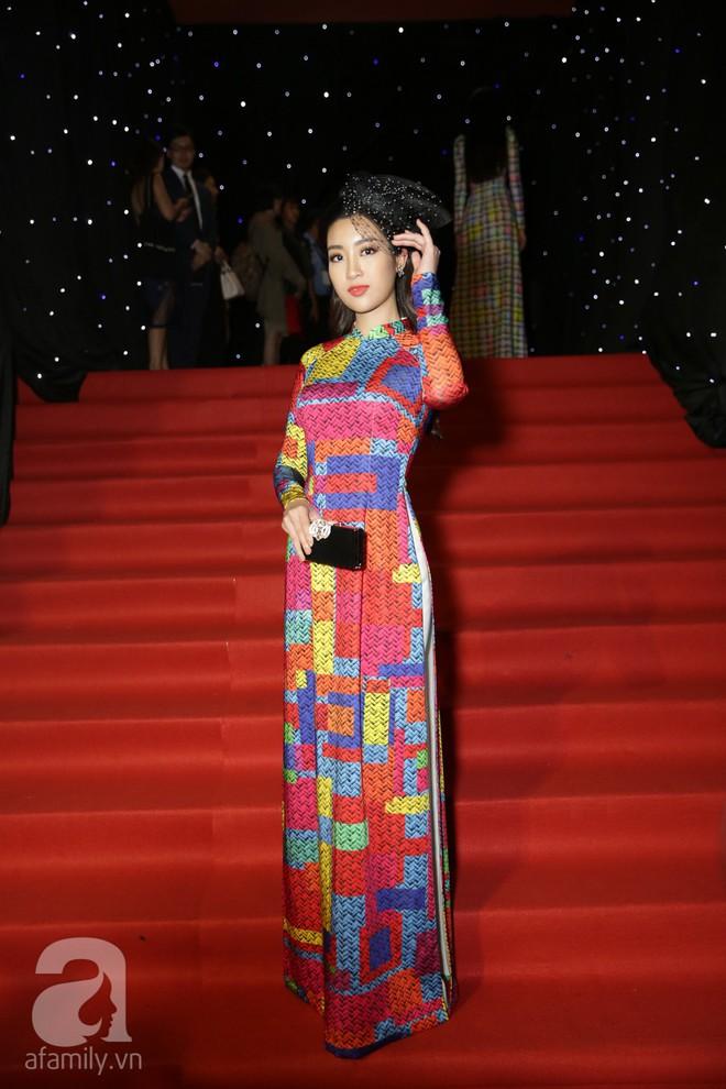 Nổi nhất thảm đỏ hôm nay chính là Angela Phương Trinh với chiếc mũ lông to xù xì - Ảnh 9.