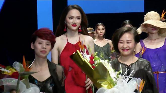 Hoa hậu Hương Giang thiêu đốt sàn diễn ngay đêm đầu tiên của Tuần lễ thời trang quốc tế Việt Nam 2018 - Ảnh 5.