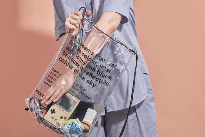 Mùa hè năm nay, túi xách trong suốt chắc chắn sẽ trở thành hot trend - Ảnh 1.