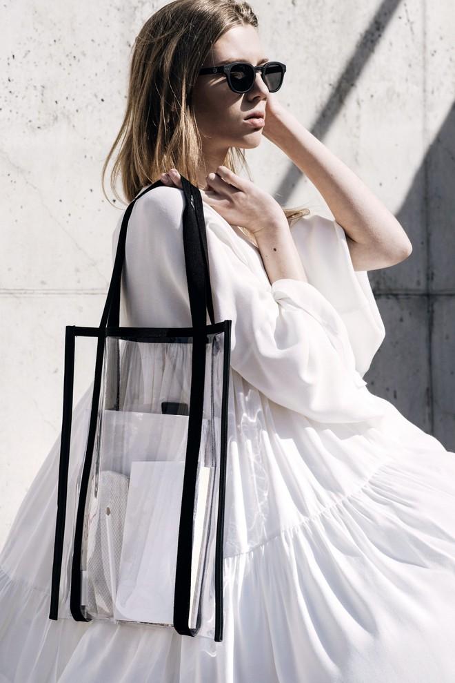 Mùa hè năm nay, túi xách trong suốt chắc chắn sẽ trở thành hot trend - Ảnh 2.