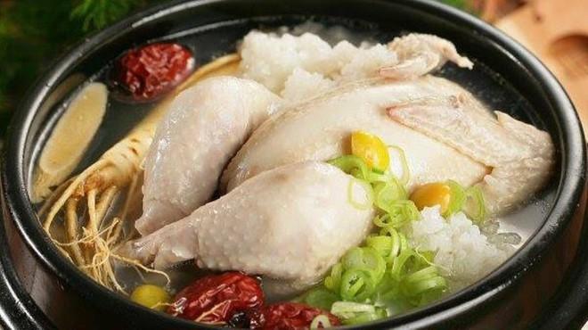 Ngày hè nóng nực nhưng người Hàn Quốc vẫn chuộng món ăn nóng hổi này bởi lý do ít ai đoán được - Ảnh 2.