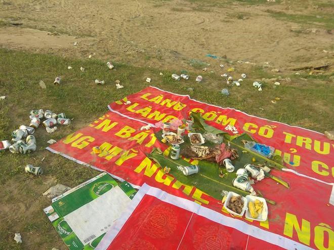 Thanh niên đi thăm mộ chó cưng ở bãi sông Hồng, phát hiện ra mộ biến thành bếp nướng thịt và xung quanh toàn là rác - Ảnh 2.