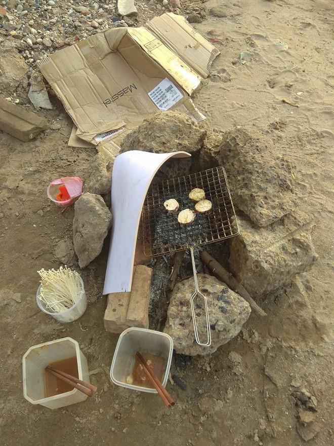 Thanh niên đi thăm mộ chó cưng ở bãi sông Hồng, phát hiện ra mộ biến thành bếp nướng thịt và xung quanh toàn là rác - Ảnh 8.
