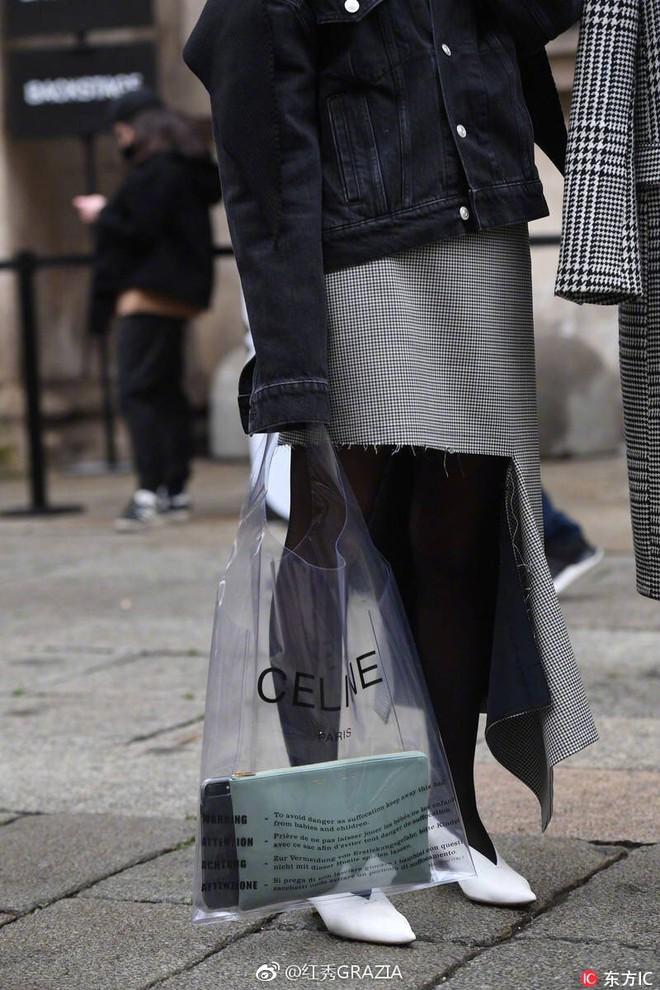 Mùa hè năm nay, túi xách trong suốt chắc chắn sẽ trở thành hot trend - Ảnh 17.