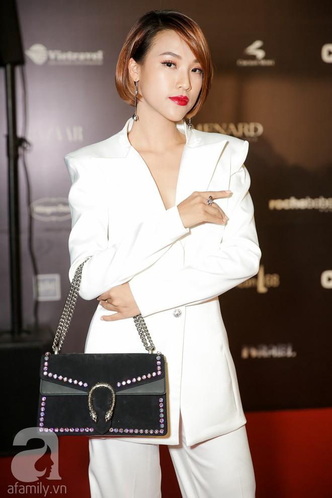 Tiêu Châu Như Quỳnh mặc mà như không, nhưng khuôn mặt cứng đơ của Bảo Thy mới là đáng chú ý nhất trên thảm đỏ VIFW 2018 - Ảnh 5.