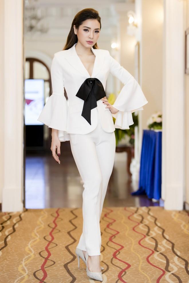 Diễm My 9X khoe ngực đầy gợi cảm, Phương Trinh Jolie cá tính với menswear - Ảnh 5.