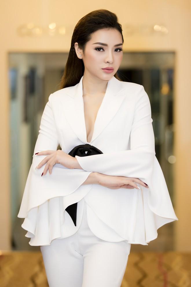 Diễm My 9X khoe ngực đầy gợi cảm, Phương Trinh Jolie cá tính với menswear - Ảnh 6.