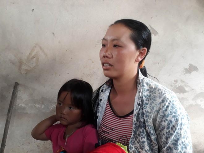 Vụ bé trai lớp 1 tử vong do cô giáo lùi xe: Người nhà đau đớn đến sân trường làm lễ cầu siêu cho cháu - Ảnh 2.