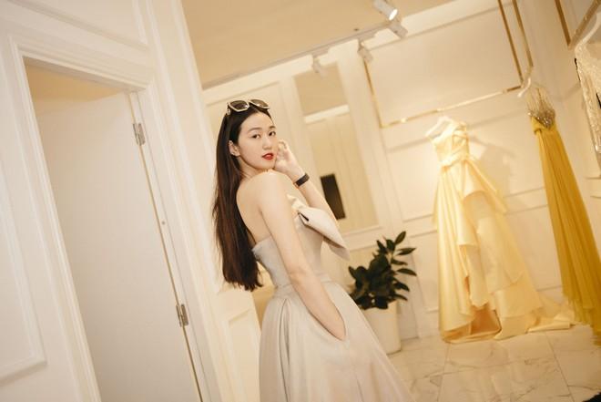 Gác lại ồn ào tình ái, Nhã Phương vẫn vui vẻ đi thử đồ cho show diễn của NTK Lê Thanh Hòa - Ảnh 5.