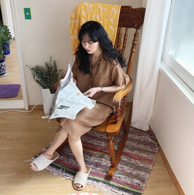 Những chiếc váy vải thô đũi xinh xẻo này sẽ món đồ cực hợp diện cuối tuần  - Ảnh 2.
