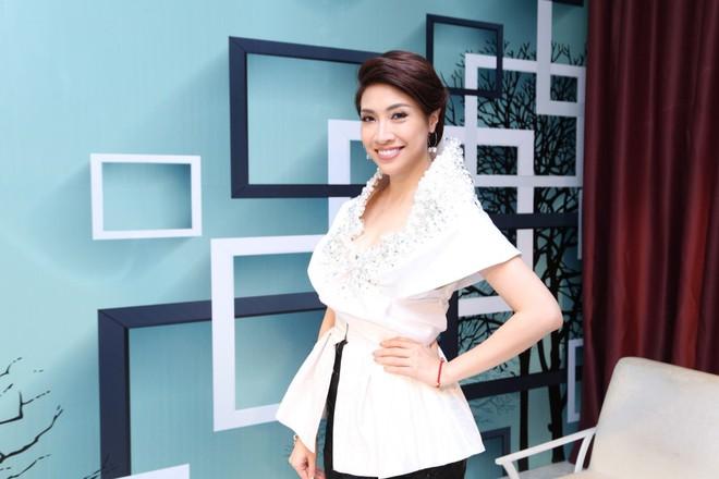 Hậu chia tay Bảo Anh, Hồ Quang Hiếu tình bể bình với kiều nữ làng hài - Ảnh 2.