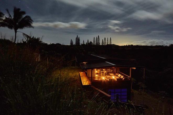 Ngôi nhà nhỏ xíu trên sườn đồi, bên ngoài đơn sơ giản dị mà ai cũng phải choáng ngợp khi bước vào trong - ảnh 8