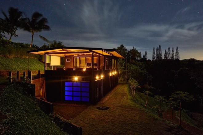 Ngôi nhà nhỏ xíu trên sườn đồi, bên ngoài đơn sơ giản dị mà ai cũng phải choáng ngợp khi bước vào trong - ảnh 7