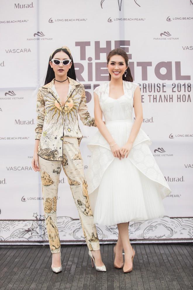 Nhã Phương, Đông Nhi, Phạm Hương cùng dàn sao khoe sắc tại show diễn giữa Vịnh Hạ Long của NTK Lê Thanh Hòa - Ảnh 11.