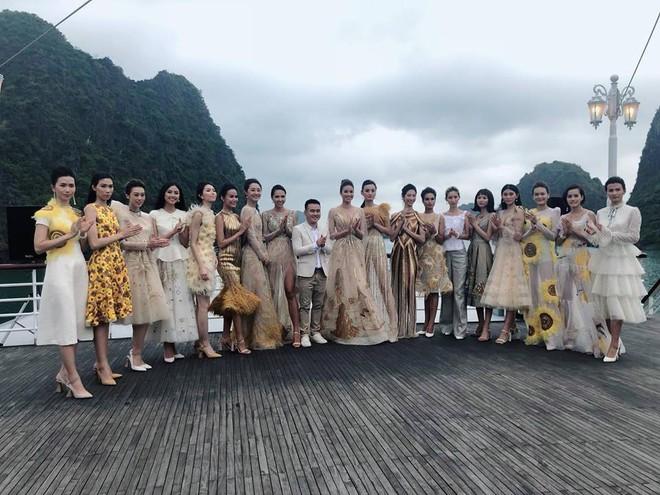 Nhã Phương, Đông Nhi, Phạm Hương cùng dàn sao khoe sắc tại show diễn giữa Vịnh Hạ Long của NTK Lê Thanh Hòa - Ảnh 14.