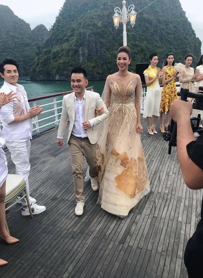 Nhã Phương, Đông Nhi, Phạm Hương cùng dàn sao khoe sắc tại show diễn giữa Vịnh Hạ Long của NTK Lê Thanh Hòa - Ảnh 15.