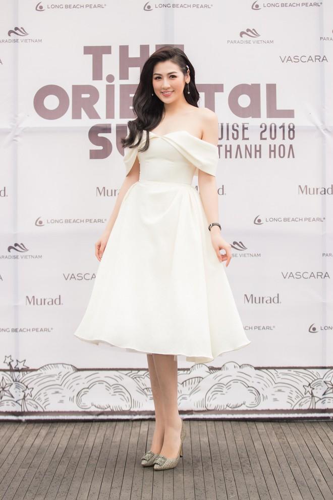 Nhã Phương, Đông Nhi, Phạm Hương cùng dàn sao khoe sắc tại show diễn giữa Vịnh Hạ Long của NTK Lê Thanh Hòa - Ảnh 3.