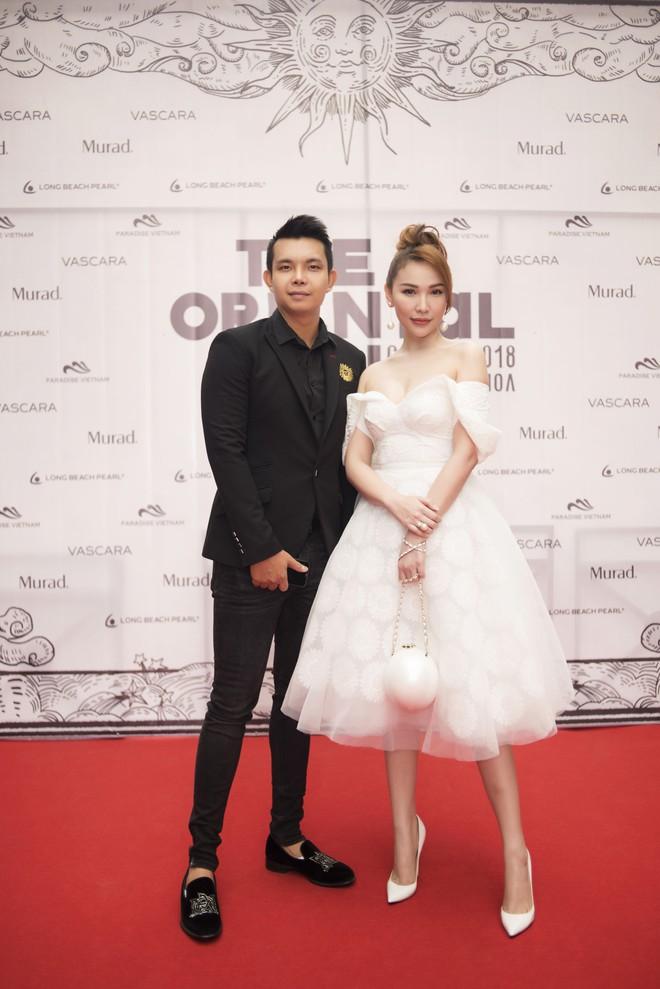 Nhã Phương, Đông Nhi, Phạm Hương cùng dàn sao khoe sắc tại show diễn giữa Vịnh Hạ Long của NTK Lê Thanh Hòa - Ảnh 9.