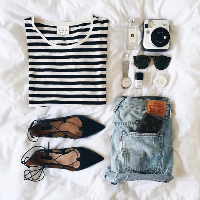 4 kiểu giày/dép bệt luôn sẵn lòng kết thân với quần shorts để ra đúng chất mùa hè - Ảnh 2.