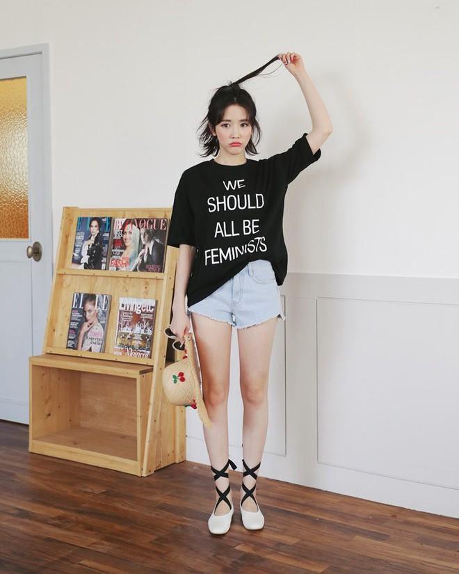 4 kiểu giày/dép bệt luôn sẵn lòng kết thân với quần shorts để ra đúng chất mùa hè - Ảnh 4.